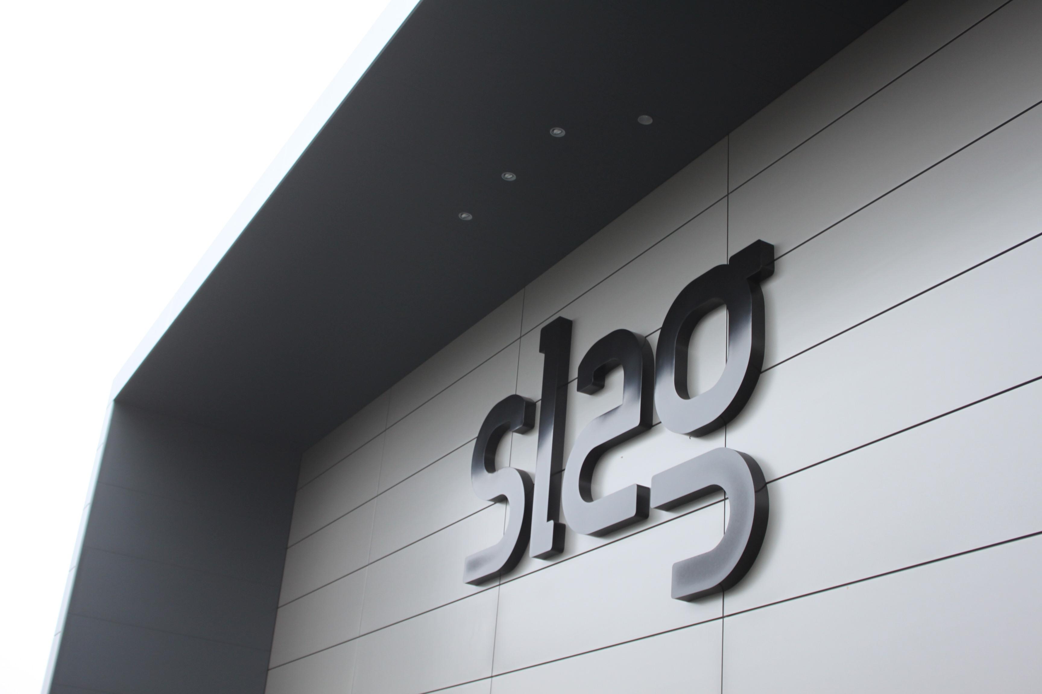 Gevelbekleding: Slag Auto's Enter
