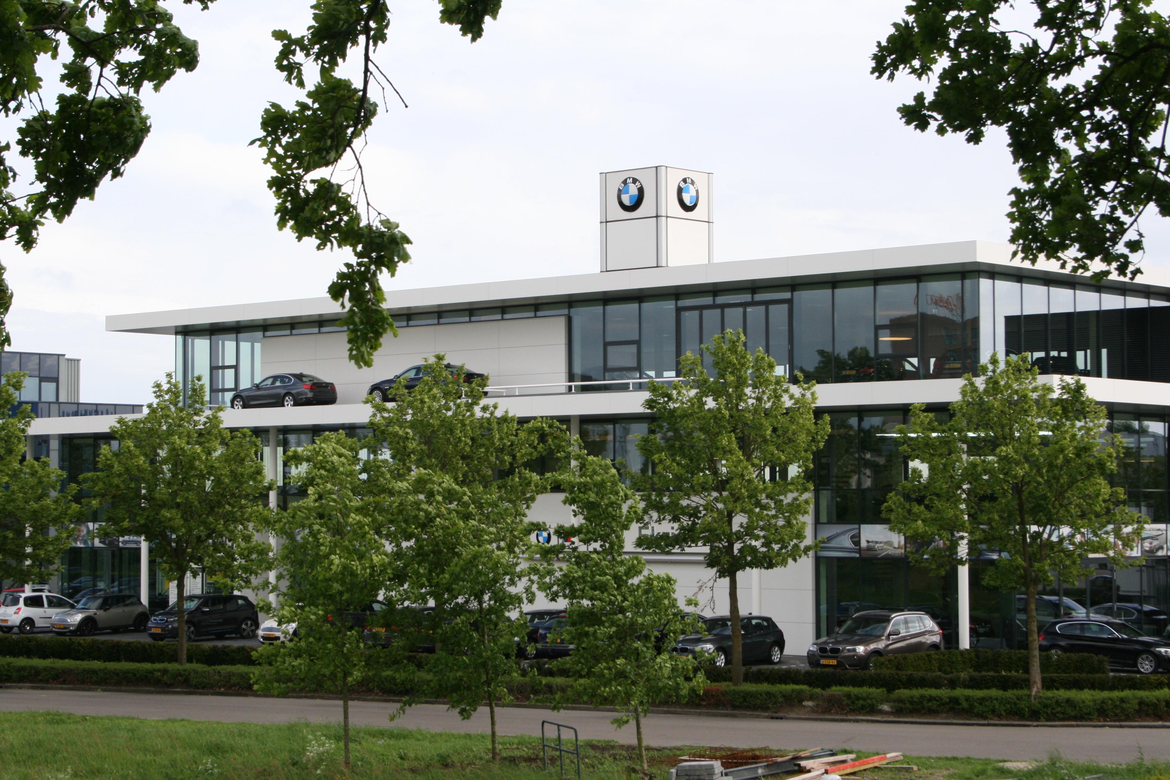 Gevelbekleding: Boeiranden en plafonds BMW