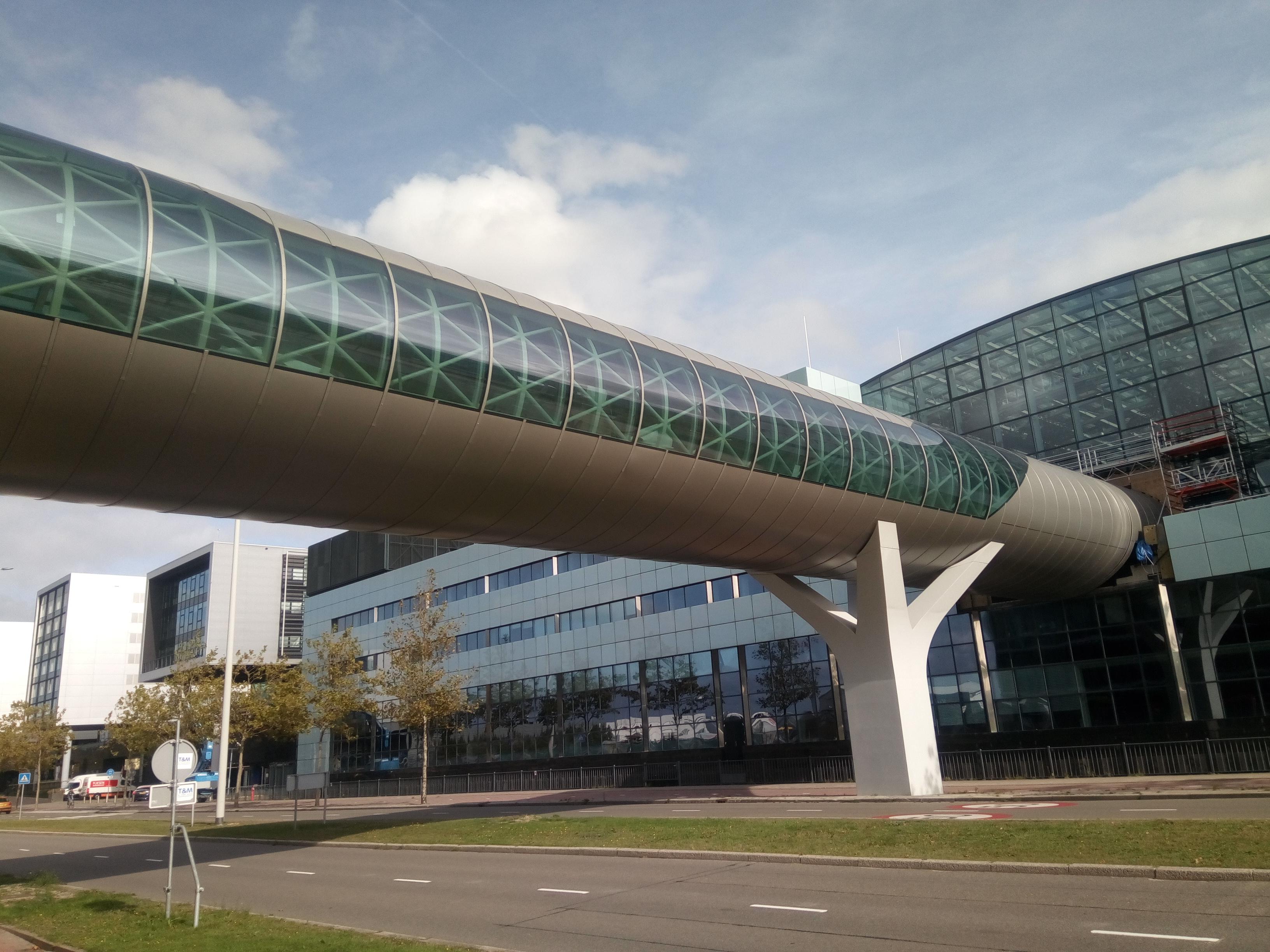 Gevelbekleding: Loopbrug Schiphol